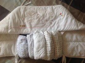 Cot bumper & 5 x cot sheets