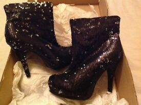 BLACK SEQUINED SPARKLY ANKLE BOOTS
