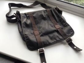 Ted baker man bag/ satchel/ laptop bag £20 tel 07966921804