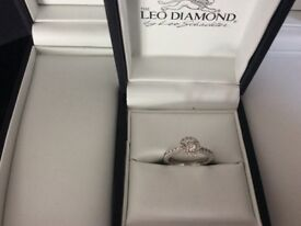 STUNNING LEO SCHACHTER 18CT WHITE GOLD HALO DIAMOND RING 0.78 CARAT SIZE K RRP £3500