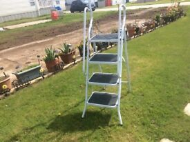 White metal 4 step collapsible stepladder
