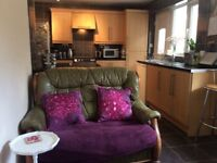 Furnished Double Room Close to A55. Lovely Mountain Views, Quiet Area.