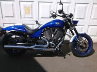 Victory Hammer S similar to Harley Davidson Indian cruiser muscle bike