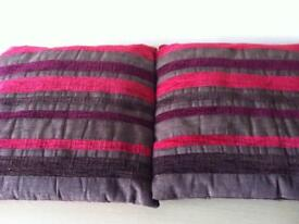 2 square cushions vgc