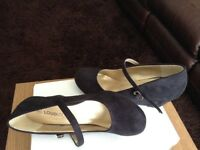 Black wedge shoes size 4