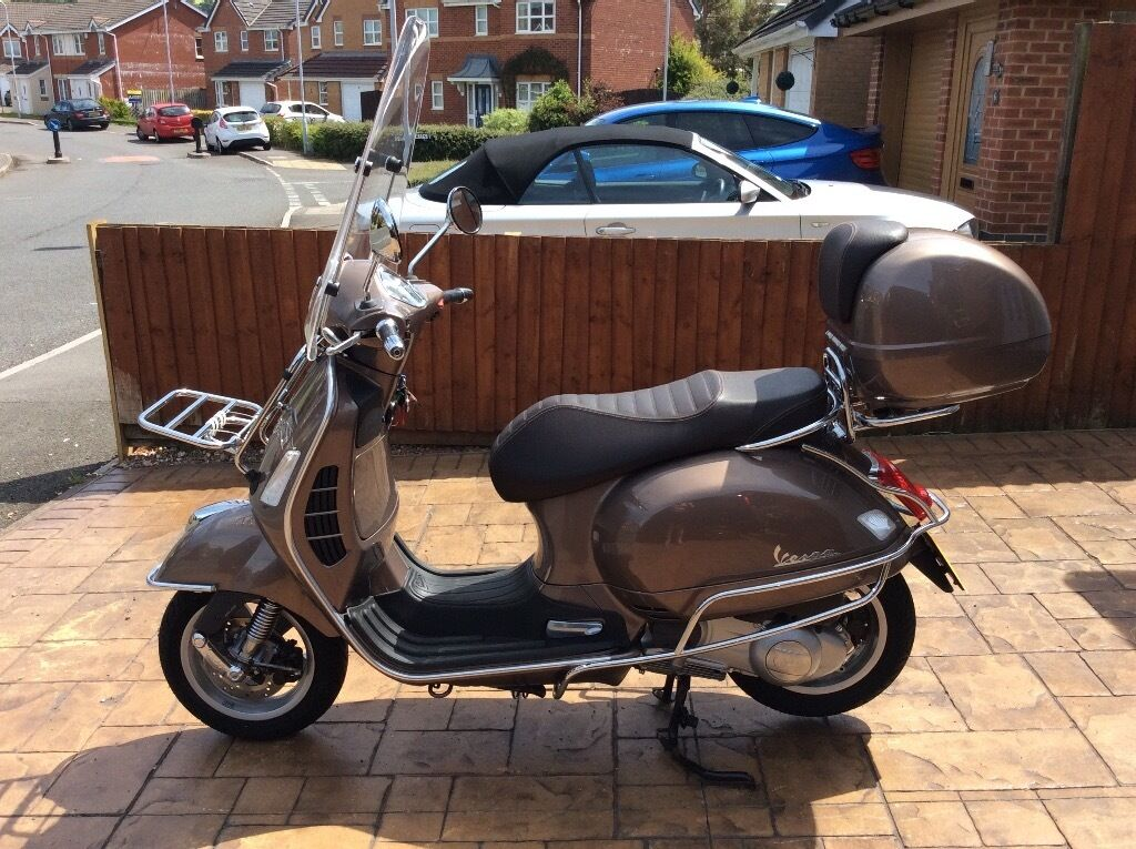 vespa gts 300 touring automatic in showroom condition in birchgrove swansea gumtree. Black Bedroom Furniture Sets. Home Design Ideas