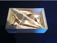 Ivory Satin Wedding Shoes. (Size 7/40)