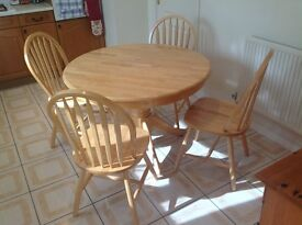 SUPERB KITCHEN TABLE AND 4 CHAIRS