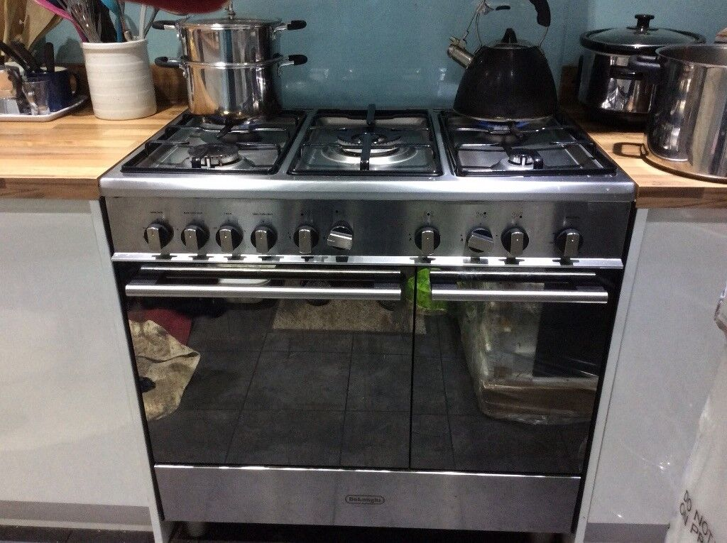 Gas range 90cm long and tall with adjustable feet