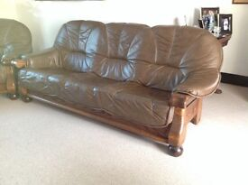 LEATHER SOFA SUITE: EXPOSED OAK FRAME : BROWN LEATHER 3 SEATER SOFA AND 2 ARM CHAIRS