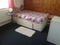 Big double room, newly refurbished, with separate Fridge in the room n wifi
