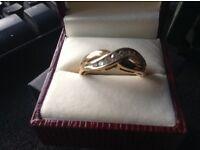 18ct gold ring with 1/4 ct diamonds set on platinum twist
