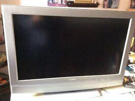 """Sony Bravia KDL32U2000 - 32"""" Widescreen HD Ready LCD TV - With Freeview in good working condition."""