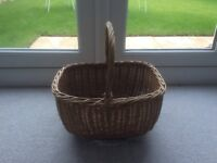 Wicker shopping/picnic basket
