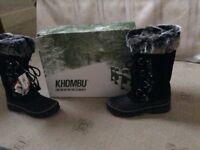 Khombu ladies waterproof boots with fur lining.