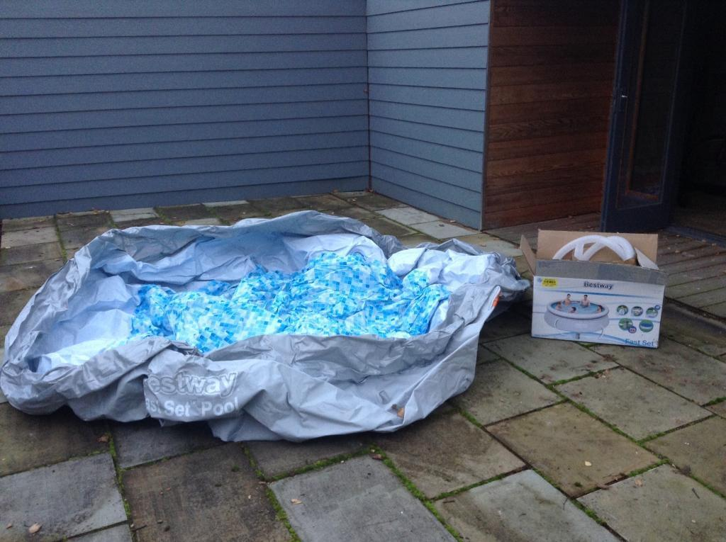 10ft Bestway Pool - includes pump and cover (only pool used once)