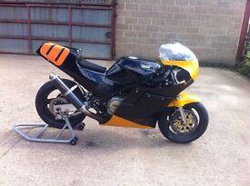 Yamaha FZ750 race `bike