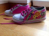 Girls Heelys Size 6. Excellent condition.Hardly worn.