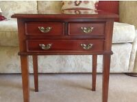 Pretty mahogany side table with drawers
