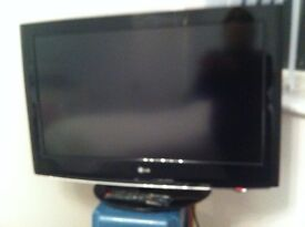 """TV LG 32"""" BLACK COMPLETE WITH STAND & REMOTE"""