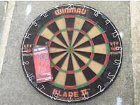 Winmau blade 2 dartboard + darts