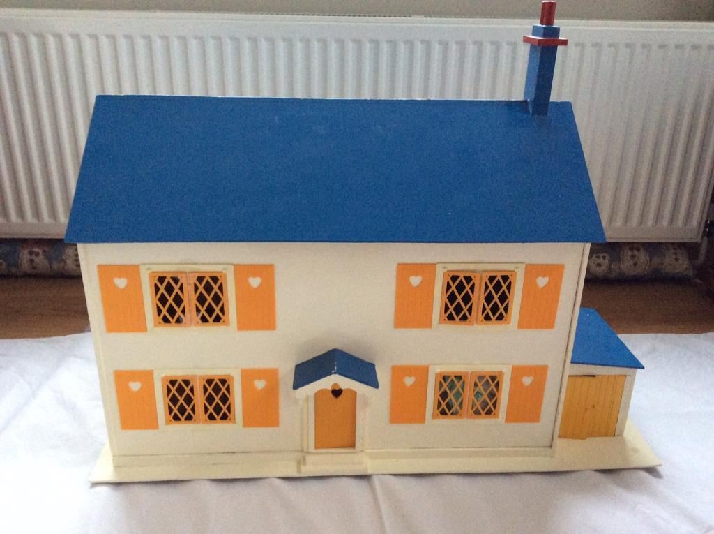 Traditional Wooden Dolls House With Furniture