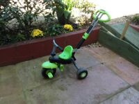 Tricycle with adjustable handle for parental control