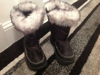 Girls Black Snow Boots - Size UK 2