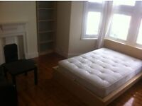 huge double room to rent old kent road,cleaner,2 abthrooms,roof terrace,close to city,tower bridge