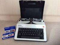 Monica Olympia de luxe Typewriter