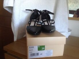 Ladies Faith shoes size 6/39