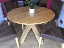 Round solid oak dining table. Seat 4 (can seat 6). Purchased from Next. Excellent condition.