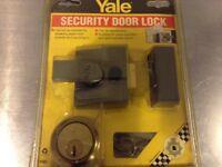 Yale security door lock NEW item (P85)