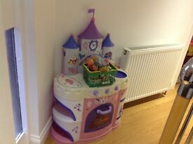 Disney Snow White kitchen with sounds and play food.