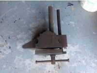 Universal bench Vice extremely heavy can hold many shapes and sizes