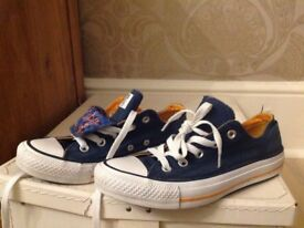 Convers size 4, navy blue