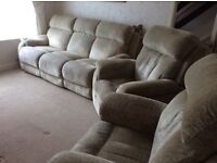 Beautiful 3 piece suite with rise & recliner chairs