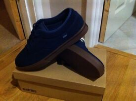 *Etnies* trainers Size 11 UK Mens navy blue/ tan *new in box* ideal Xmas gift!