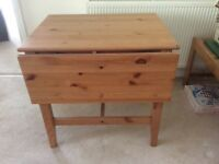 Folding pine table