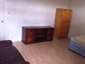 BRIGHT DOUBLE ROOM JUST 30MIN TO CENTRAL LONDON