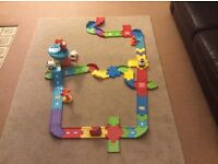 VTech Baby Toot-Toot Drivers Airport, Deluxe Track Set and 4 vehicles