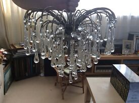 Stunning glas droplet chandelier