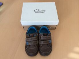 Boys Clarks shoes with flashing lights size 4.5F