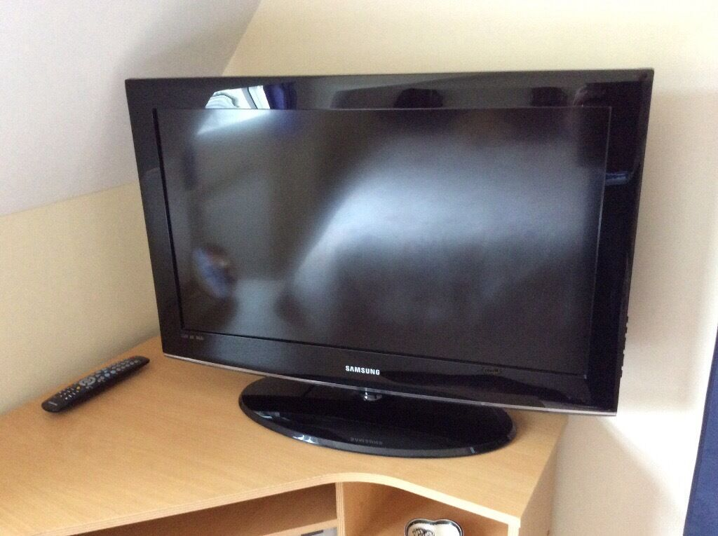 """Samsung 32"""" HD television, only 4 years old used as a ..."""