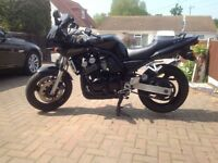 yamaha fzs600,show room condition,full service history.only 3300 miles from new,all documents