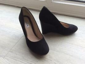 Clark's new size 5 suede black shoes