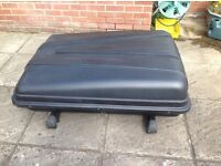 Roof box with bars