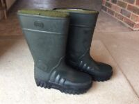 Derri boots size 42 (8 uk) fully waterproof. Removable and washable thermal linings