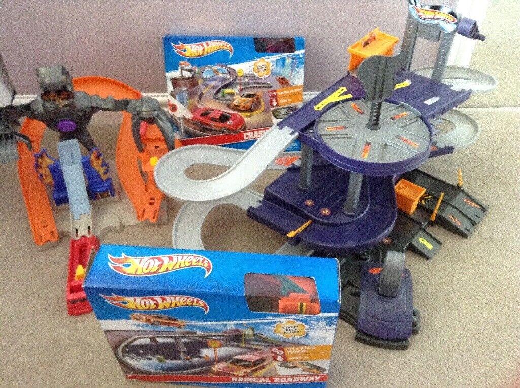 Hot Wheels Bundle - Garage, Nitro Bot and 2 other sets