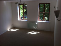 Stunning 2 Double Beddroom flat with Parking